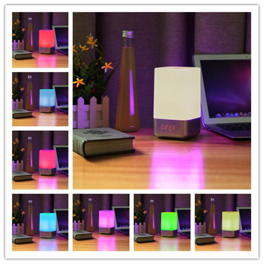 SOLMORE調光可能なUSB RGB色を変えるテーブルのホームインテリアLEDランプの夜の光の目覚まし時計の横に